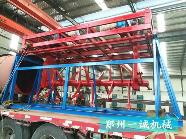 4米翻堆机发往江苏丰县养猪场翻抛发酵